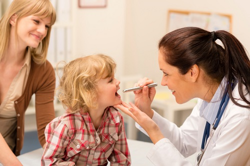 Осмотр ребенка гастроэнтерологом