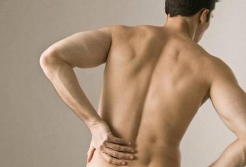 Боль иррадиирует в спину