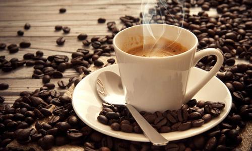 крепкий горячий кофе
