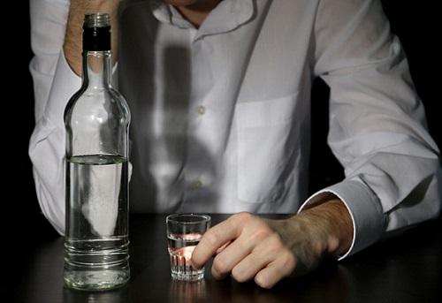 мужчина со спиртным