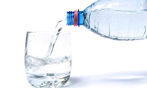 пить минералку без газа