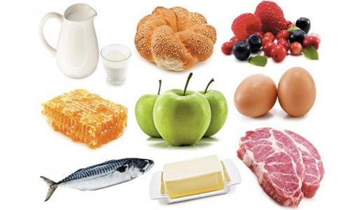 следит за питанием